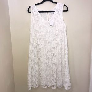 NWT Motherhood Maternity White Flower Dress